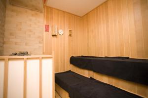 A bunk bed or bunk beds in a room at Yurakunoyado Noshiro