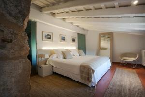 Una habitación en Mas Falgarona Hotel Boutique & SPA