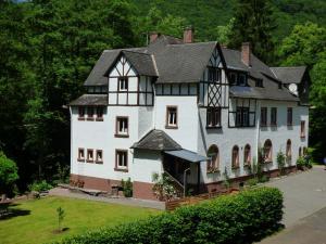 Een tuin van Wald Villa Üssbach