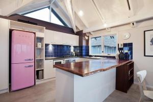 A kitchen or kitchenette at 18 Hotplate