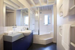 A bathroom at 18 Hotplate