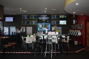 A restaurant or other place to eat at Hotel Beach House Nambour