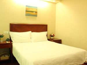 Кровать или кровати в номере GreenTree Inn Jiangsu Suzhou Mudu Ancient Street Express Hotel