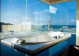 A bathroom at Balihai Bay Pattaya