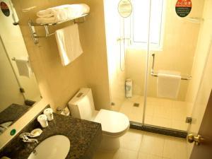 Ванная комната в GreenTree Inn ShanDong YanTai FuShan District YongDa Street Express Hotel