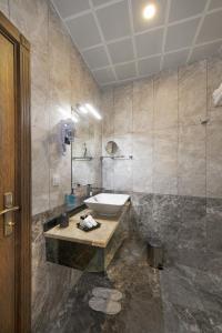 Ванная комната в Perapolis Hotel