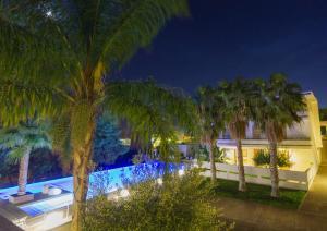 Vista sulla piscina di Kamena Residence o su una piscina nei dintorni