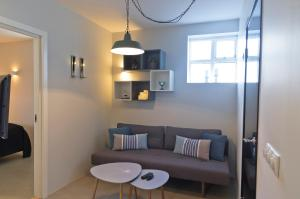 A seating area at Briet Apartments