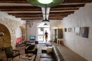 A seating area at Hostel Vertigo Vieux-Port