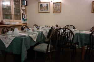 A restaurant or other place to eat at Acorn Guest House B&B
