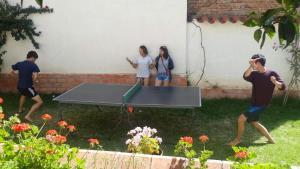 Instalaciones para jugar al ping pong en Villa Oropeza Guest House o alrededores