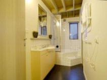 A bathroom at Twirligig