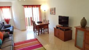 A television and/or entertainment center at Apartamento Silva