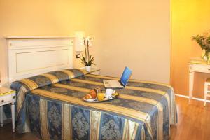 Cama ou camas em um quarto em Hotel Regit