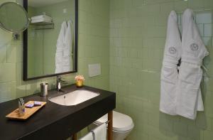 Uma casa de banho em Abrigo da Montanha Hotel Rural