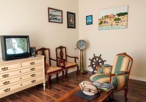 Uma área de estar em Urban House Hostel