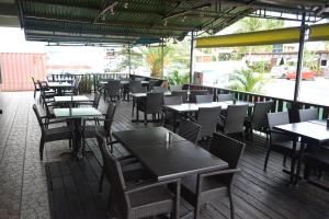 A restaurant or other place to eat at Travel Inn Hotel Simpson Bay