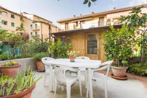 Un patio o zona al aire libre en Appartamenti Chianti
