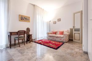 A seating area at Appartamento Cittadella 39