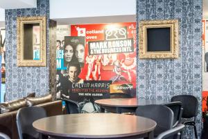 The lounge or bar area at Destiny Student – Murano (Campus Accommodation)