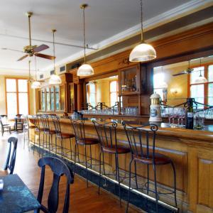 The lounge or bar area at Emerald Lake Lodge