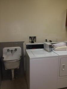 A bathroom at DC International Hostel 1