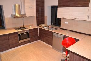 A kitchen or kitchenette at Villadzor Apart Hotel