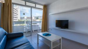 A seating area at Tagoror Beach Apartments
