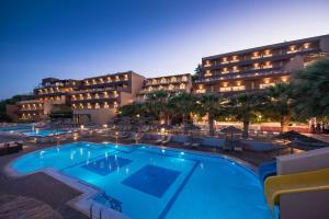 Swimmingpoolen hos eller tæt på Blue Bay Resort Hotel