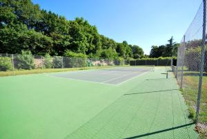 Tennis and/or squash facilities at Château Des Briottieres or nearby