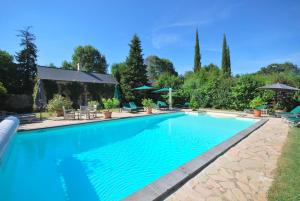 The swimming pool at or near Château Des Briottieres
