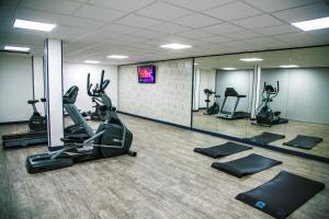 The fitness centre and/or fitness facilities at Best Western Amarys Rambouillet