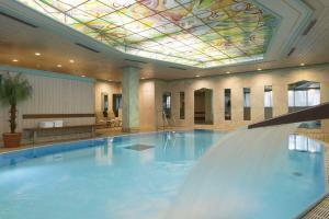 Der Swimmingpool an oder in der Nähe von Maritim Hotel Stuttgart