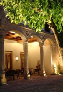 A restaurant or other place to eat at Hotel Puerta de la Luna