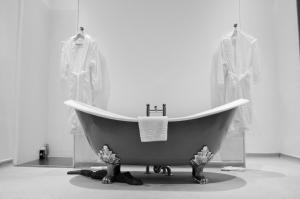 Un baño de Carmelite Hotel; BW Signature Collection