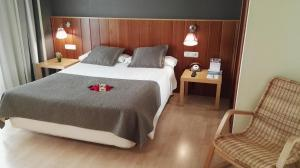 A bed or beds in a room at Hotel Iriguibel Huarte Pamplona