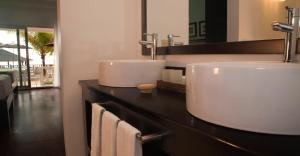 A bathroom at Sandy Haven Resort