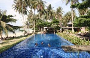 Der Swimmingpool an oder in der Nähe von Seavana Koh Mak Beach Resort
