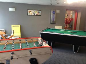 A pool table at Best Hotel Annecy