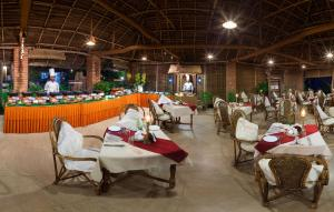 A restaurant or other place to eat at Soma Manaltheeram Ayurveda BeachVillage