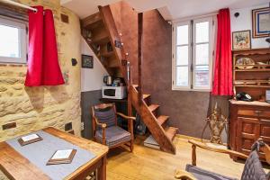 Area tempat duduk di La Plus Petite Maison De France