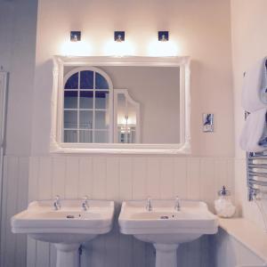 A bathroom at The Salwey Arms