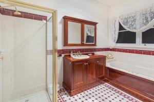 A bathroom at Hopkins River Homestead - Fireplace, Linen, WiFi, 4 bdrm