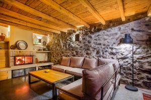 A seating area at Guest House Podkovite