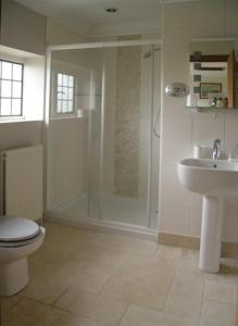 A bathroom at Pinkneys Court Mews