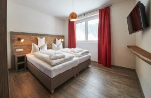 A bed or beds in a room at Appartements Liebe Heimat