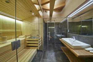 A bathroom at Appartements Liebe Heimat