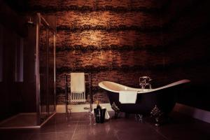 A bathroom at Inglewood House and Spa