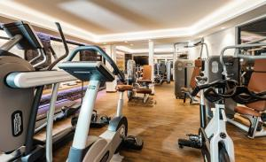The fitness center and/or fitness facilities at Hotel Mondin