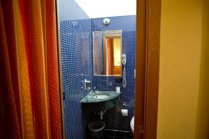 A bathroom at Hotel Lella